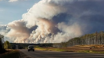 smoke rising from the wildfires in Alberta, Canada in May 2016